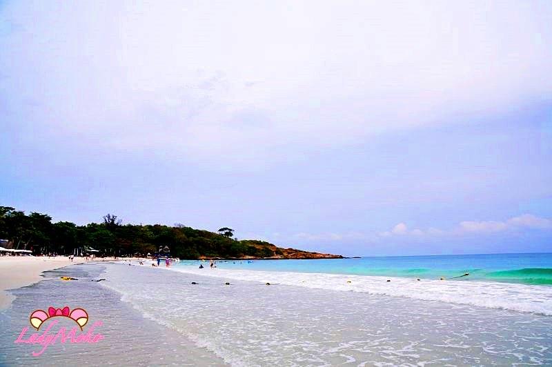沙美島二日遊》絕美細軟白沙海灘,飯店推薦,完整火舞秀影音,沙美島街景