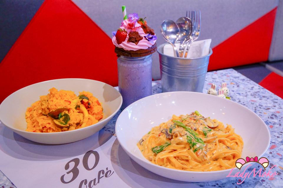 新店大坪林美食》30Thirty café,義大利麵披薩燉飯專賣,浮誇少女系奶昔