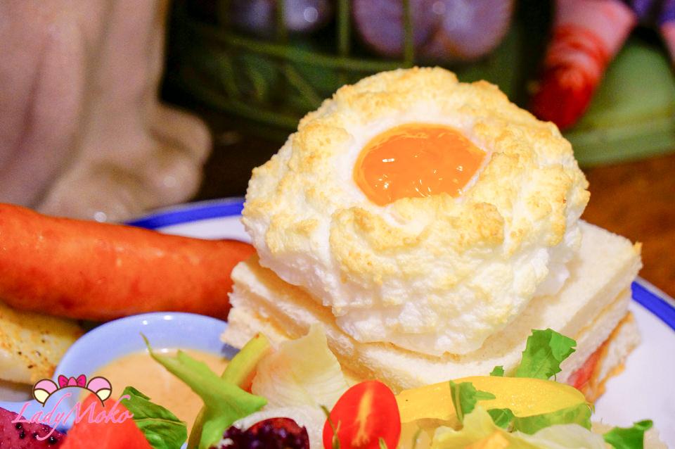 中永和美食》謝謝DOUMO,必吃雲朵上的太陽招牌早午餐&自製半熟蛋咖哩