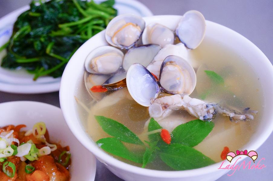 新店美食》超人鱸魚湯,每日限量鮮美&膠原蛋白爆滿皮筋豬腳/耕莘醫院小吃美食