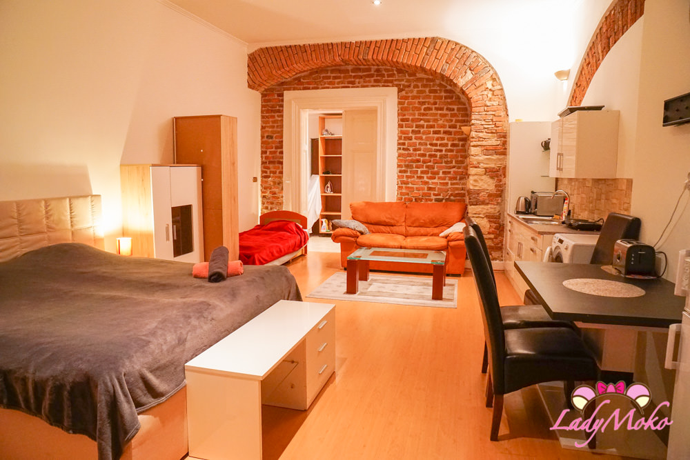 布拉格飯店住宿推薦|Dlouhá 25 Apartment,近老城區,除了屋主很可怕之外其他一切都很棒