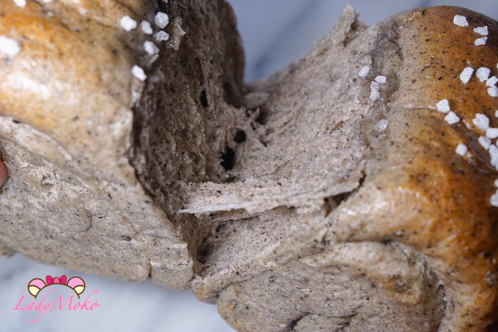 芝麻生吐司(生食パン)食譜 牽絲牽絲~福源黑芝麻醬使用,包餡與沒包餡兩種