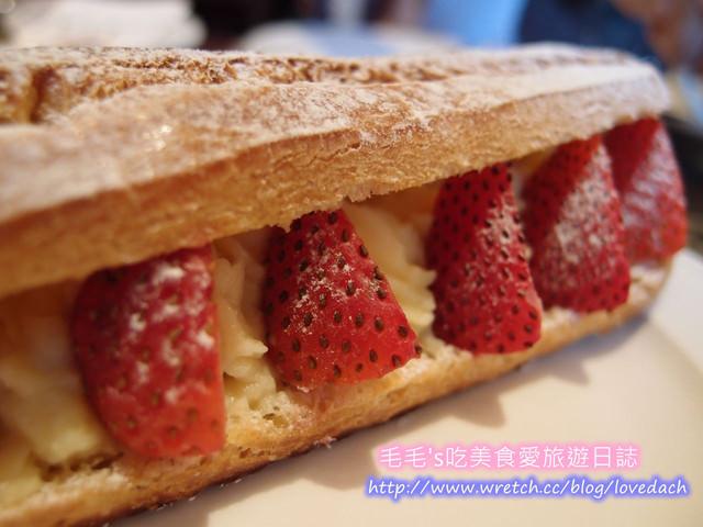 食記。PAUL 》巴黎人的幸福滋味 ~ 下午茶輕熟食~草莓閃電泡芙和黃金黑莓塔 ( 新光三越A9店 )
