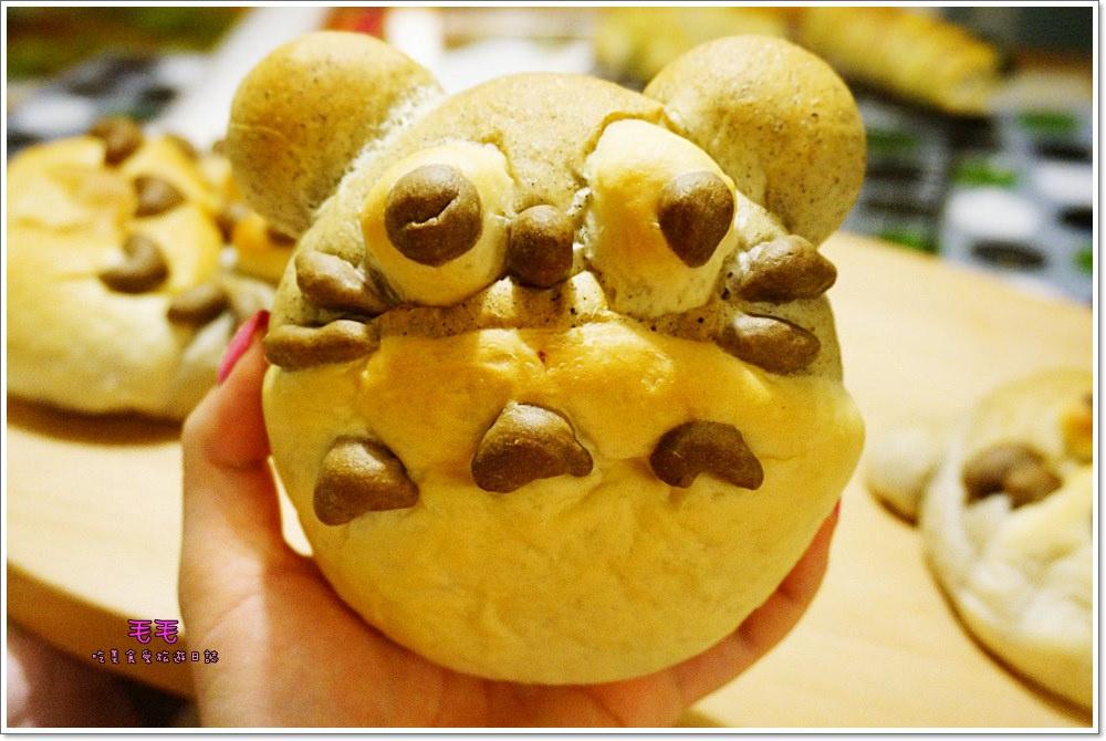 食譜 》龍貓地瓜芝麻麵包。中種麵團做變化,超療癒又超可愛的龍貓麵包,好吃又好玩,低油低糖配方,健康無負擔