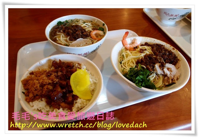 台南安平 》食記:周氏蝦捲。台南必吃的道地小吃 ~ 擔仔麵 | 蝦捲 | 白北魚羹 | 虱目魚肚湯