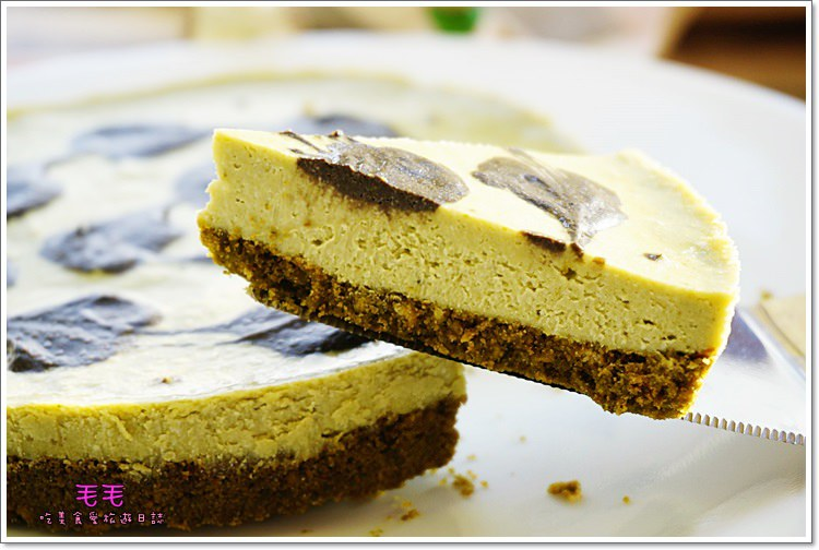 食譜 》抹茶重乳酪蛋糕。抹茶控必做,連餅乾底都是抹茶口味~做法簡單,減糖減油版