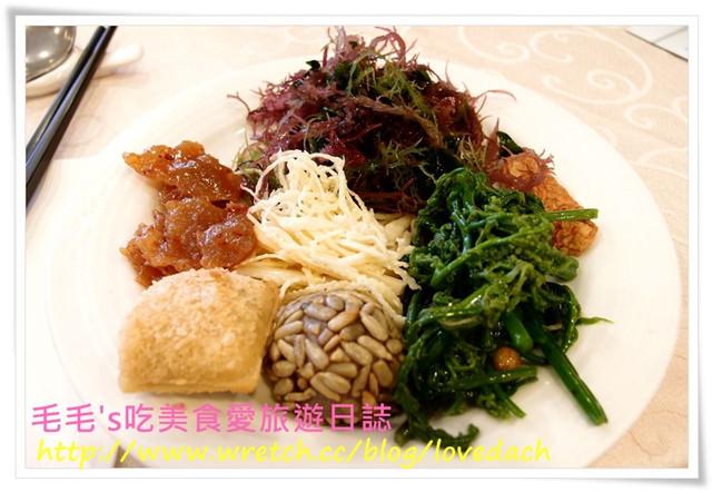 台北中山 》食記:春天素食(總店)。素食吃到飽,餐點選擇夠豐富,一起大口大口吃青菜