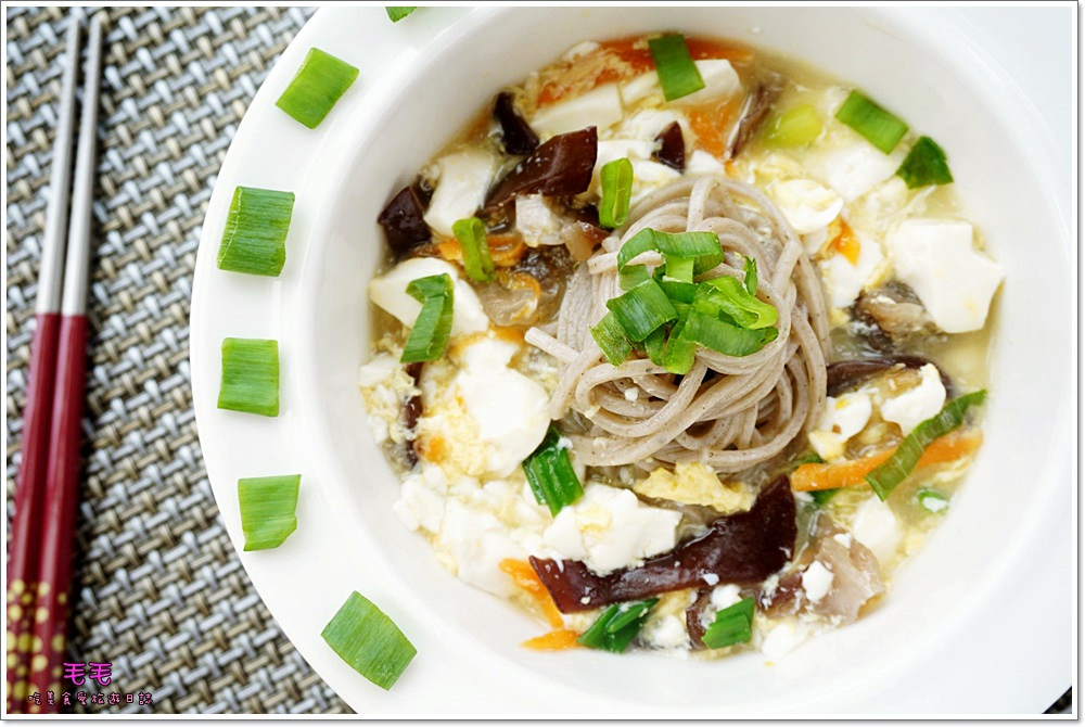 食譜 》木耳豆腐羹香蕉麵。原來羹麵可以這麼簡單、清爽、健康、好吃!新手也可以輕鬆上桌的料理