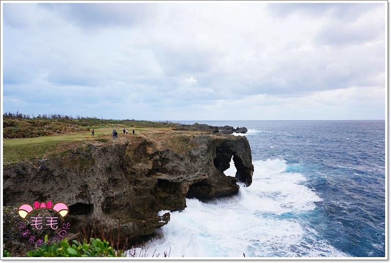 沖繩推薦景點 》萬座毛。看夕陽、吹海風,浪花拍打的象鼻岩石(自駕|自由行|行程規劃|冬季)