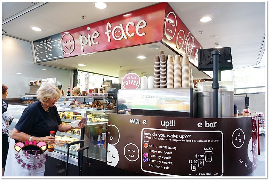 澳洲美食 》Pie Face。澳洲最大24hr連鎖派店,有甜派也有鹹派,還有咖啡飲品,派上的笑臉吃了也會開心喔 !