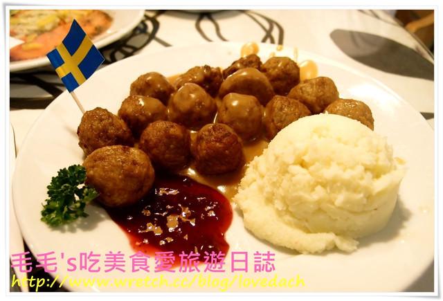 食記。IKEA宜家家居餐廳 》半自助式的瑞典餐廳 ~ 道道地地的cafeteria,可愛小肉丸和甜點都好好吃