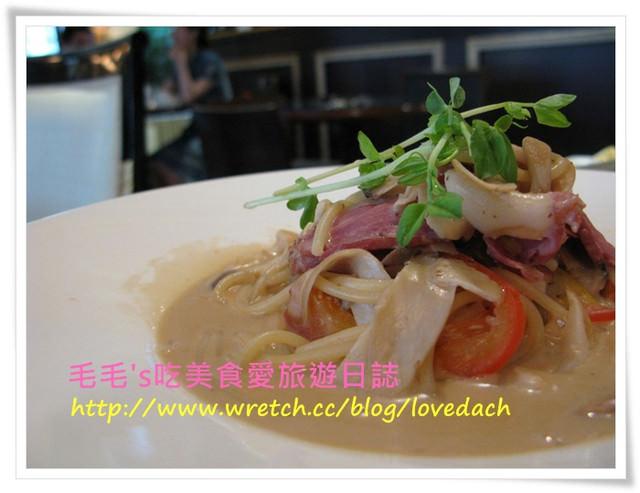 台北大安 》國王餐廳Krestaurant。現做的黑色帕尼尼