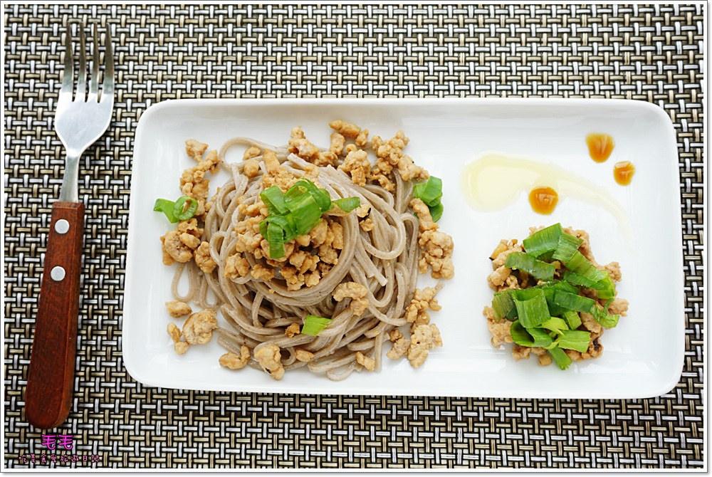食譜 》肉臊香蕉麵。超簡單健康料理,無負擔又好吃,新手也可以輕鬆上桌(20分鐘料理)