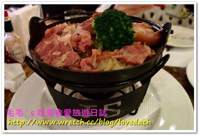 台北大安 》食記:黑森林德式美食屋。超豐富的酸菜豬腳火鍋與道地德式香腸料理