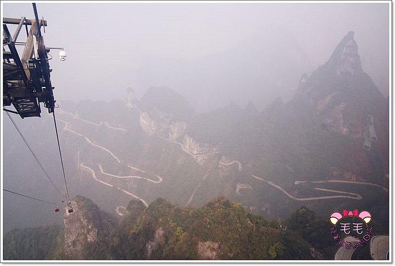 湖南張家界 》必去景點5:天門山纜車。可以不要這麼高嗎!上升斜度不科學阿!絕對值得一來(10月秋|自由行 跟團 行程規劃推薦)