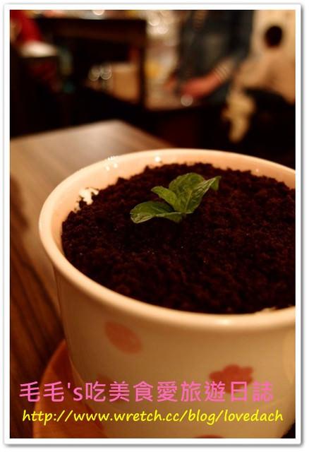 """台北大安 》食記:溫古咖啡Wengu Cafe。下午茶來 """" 喝土 """" ,盆栽奶茶特別又好喝 ! 聖誕節限定草莓煎餅塔"""