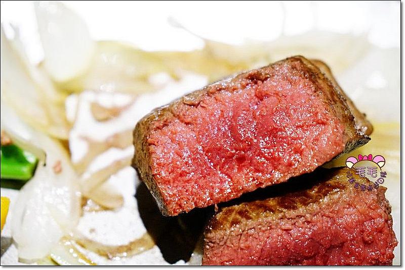 基隆美食餐廳推薦 》華星牛排館h-steak。在地老字號牛排,厲害的五分熟紐西蘭菲力,結合漁港新鮮魚貨,從湯品開始就是真功夫(近基隆夜市.火車站.無用餐時間限制.影音食記.溫莎堡草莓蛋糕.毛毛讀者獨家9折優惠)